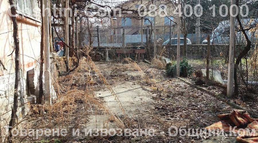 Почистване на двор в Бургас