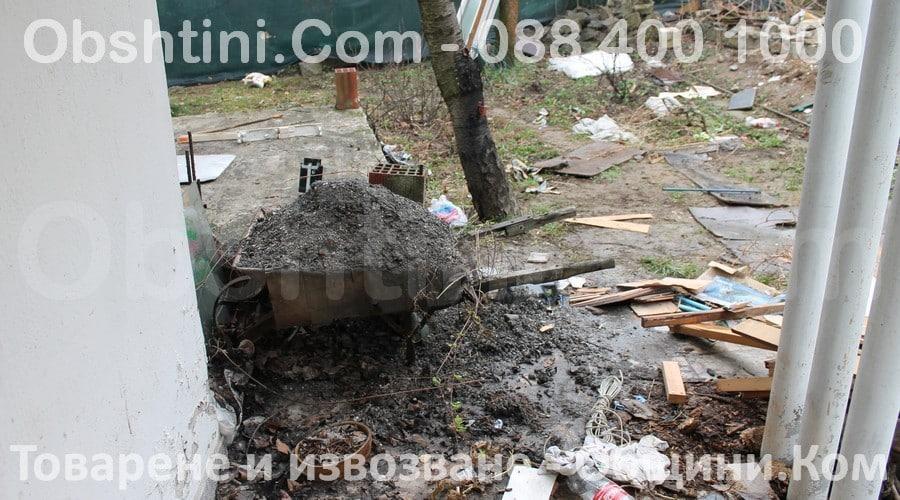 Почистване на двор с отпадъци